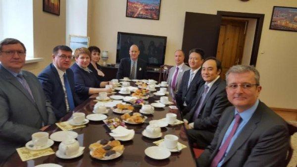 colazione-di-lavoro-presso-il-ministero-dellistruzione-regionale-di-volgograd